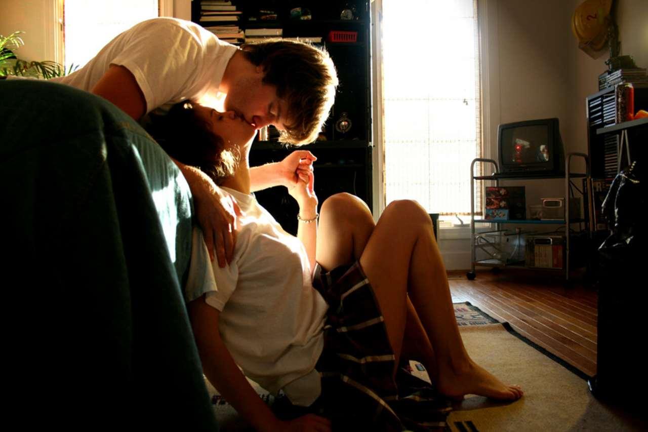 Девчонка трахается с парнем после приема душа
